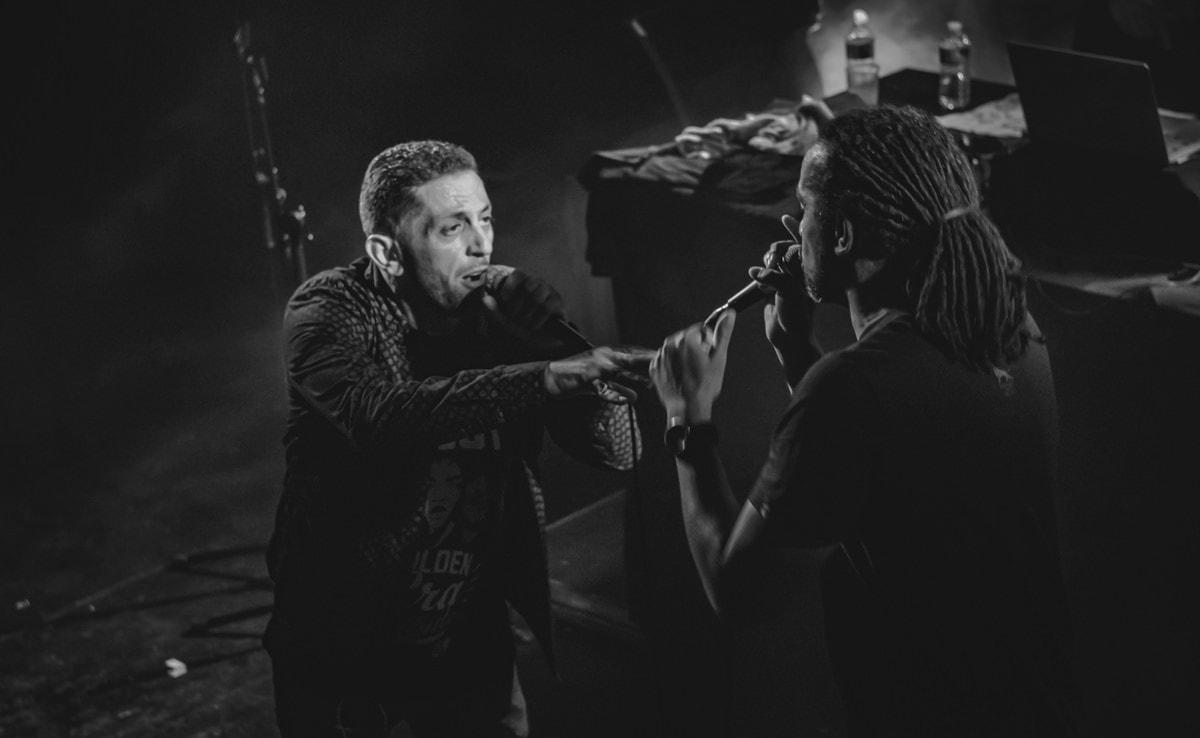 Interaction entre les deux chanteur de Dub Inc