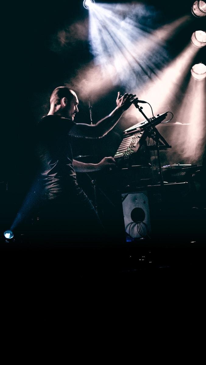 La lumière des concerts electro est idéale