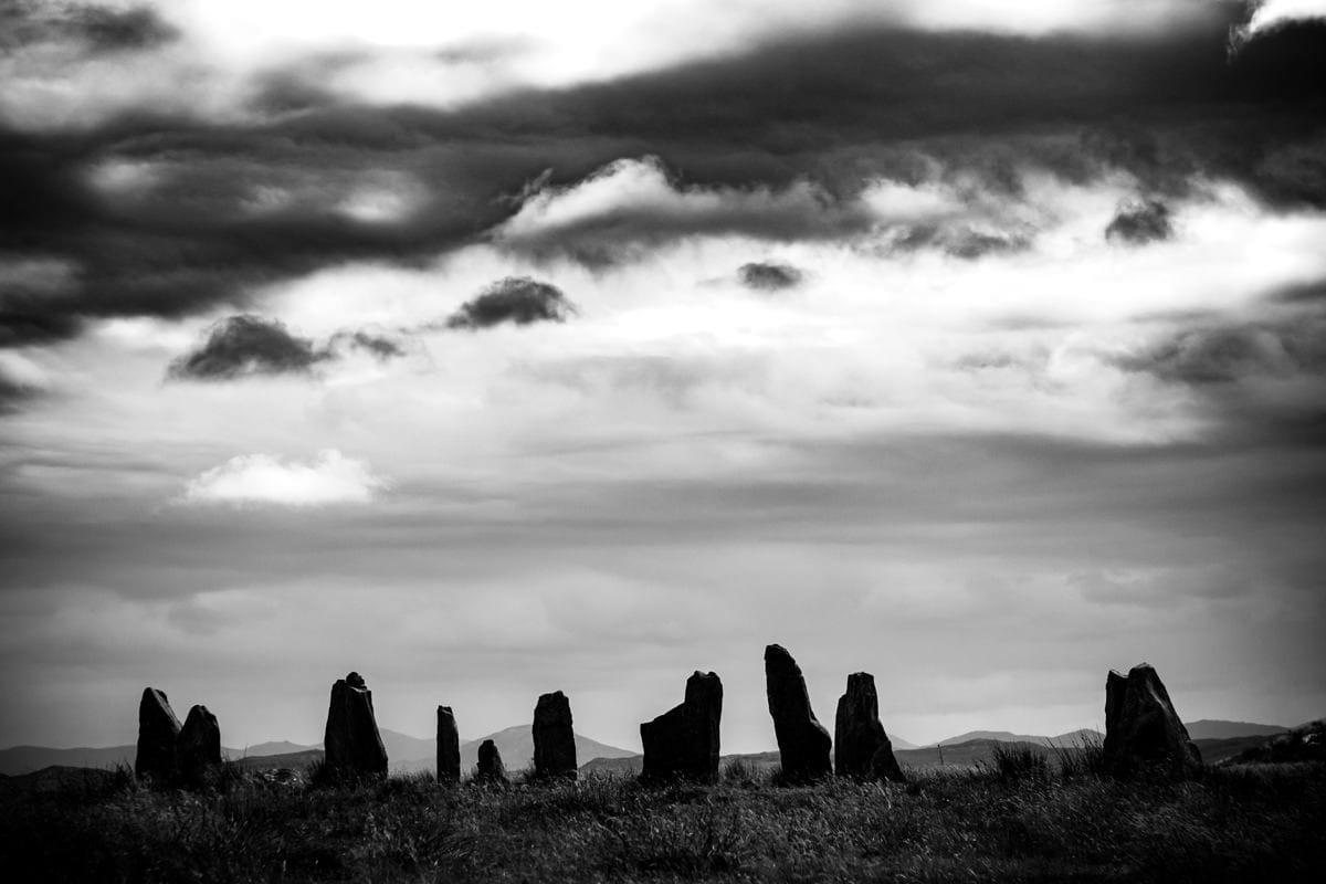 Les pierres Callanish se dressent sur le paysage